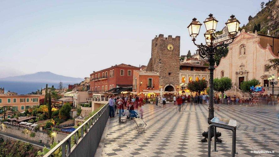 https://www.ragusanews.com//immagini_articoli/25-01-2018/taormina-trainare-turismo-siciliano-milione-presenze-500.jpg