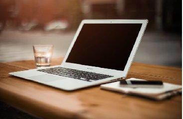 https://www.ragusanews.com//immagini_articoli/25-01-2020/computer-portatili-laptop-e-ultrabook-scegliere-240.jpg