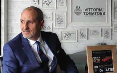 https://www.ragusanews.com//immagini_articoli/25-01-2020/l-azienda-iblea-vittoria-tomatoes-premiata-a-genova-240.jpg