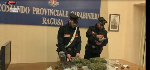 https://www.ragusanews.com//immagini_articoli/25-01-2020/tre-chili-di-marijuana-busta-spesa-arrestati-2-vittoriesi-240.jpg