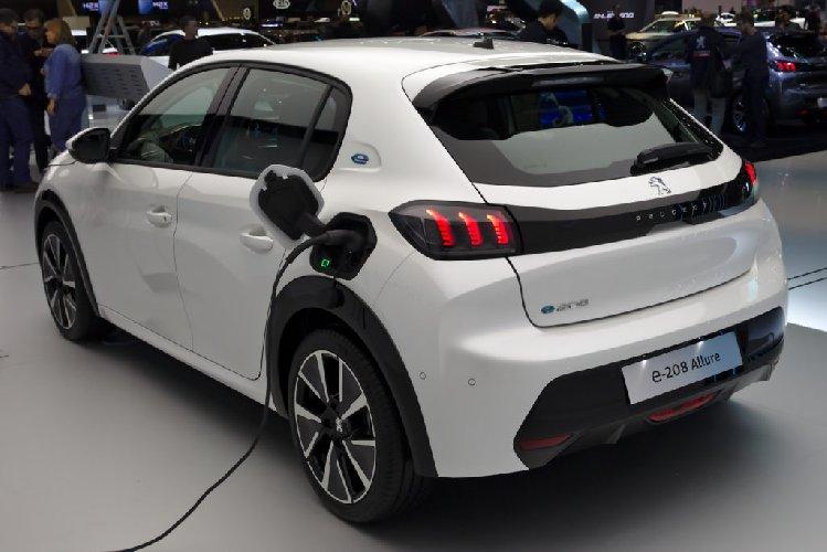 https://www.ragusanews.com//immagini_articoli/25-01-2021/sconto-40-per-chi-compra-auto-elettrica-e-ha-reddito-sotto-i-30-mila-euro-500.jpg