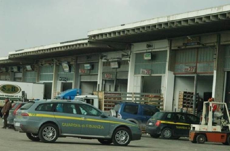 https://www.ragusanews.com//immagini_articoli/25-02-2012/dissequestrati-i-box-al-mercato-di-vittoria-500.jpg