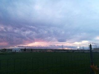 https://www.ragusanews.com//immagini_articoli/25-02-2019/1551104102-incredibili-nubi-lenticolari-cielo-quartarella-2-240.jpg