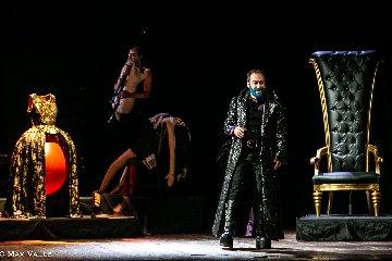 https://www.ragusanews.com//immagini_articoli/25-02-2020/mario-incudine-e-barbablu-domani-sera-a-vittoria-240.jpg