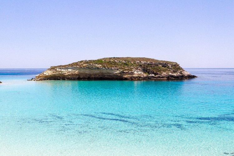 https://www.ragusanews.com//immagini_articoli/25-02-2021/1614245904-top10-mondiale-delle-spiagge-una-e-siciliana-le-classifiche-foto-video-9-500.jpg