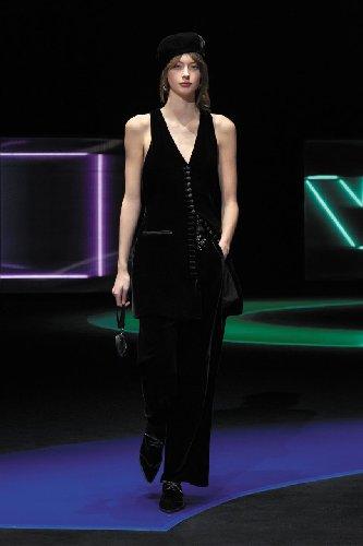 https://www.ragusanews.com//immagini_articoli/25-02-2021/1614292644-milano-fashion-week-1-500.jpg