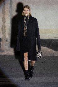 https://www.ragusanews.com//immagini_articoli/25-02-2021/1614292644-milano-fashion-week-3-280.jpg