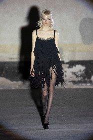 https://www.ragusanews.com//immagini_articoli/25-02-2021/1614292645-milano-fashion-week-4-280.jpg