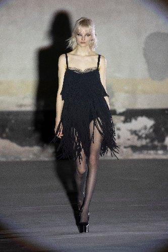 https://www.ragusanews.com//immagini_articoli/25-02-2021/1614292645-milano-fashion-week-4-500.jpg