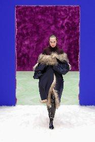 https://www.ragusanews.com//immagini_articoli/25-02-2021/1614292646-milano-fashion-week-5-280.jpg