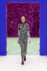 https://www.ragusanews.com//immagini_articoli/25-02-2021/1614292646-milano-fashion-week-6-280.jpg