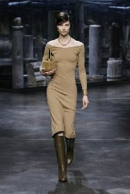 https://www.ragusanews.com//immagini_articoli/25-02-2021/1614325502-milano-fashion-week-calendario-sfilate-2-280.jpg