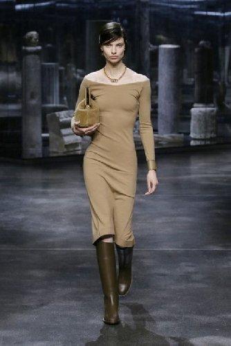 https://www.ragusanews.com//immagini_articoli/25-02-2021/1614325502-milano-fashion-week-calendario-sfilate-2-500.jpg