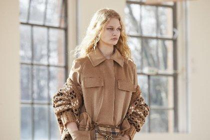 https://www.ragusanews.com//immagini_articoli/25-02-2021/1614325535-milano-fashion-week-calendario-sfilate-3-280.jpg