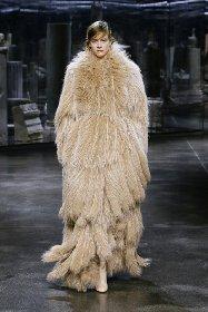 https://www.ragusanews.com//immagini_articoli/25-02-2021/1614325594-milano-fashion-week-calendario-sfilate-4-280.jpg