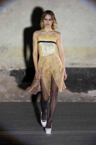 https://www.ragusanews.com//immagini_articoli/25-02-2021/milano-fashion-week-500.jpg