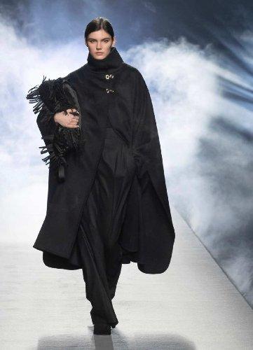 https://www.ragusanews.com//immagini_articoli/25-02-2021/milano-fashion-week-calendario-sfilate-500.jpg