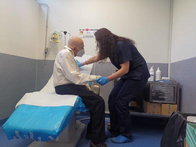 https://www.ragusanews.com//immagini_articoli/25-02-2021/sicilia-antonio-105-anni-vaccinato-500.jpg