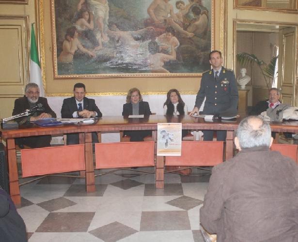 https://www.ragusanews.com//immagini_articoli/25-03-2011/una-lezione-sulle-ecomafie-500.jpg