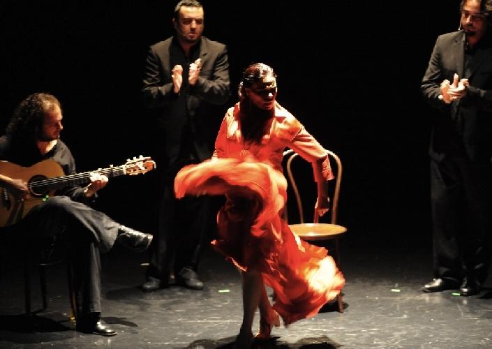 http://www.ragusanews.com//immagini_articoli/25-03-2014/sol-duende-il-flamenco-a-ragusa-500.jpg
