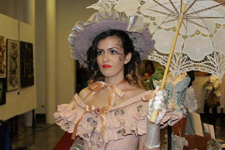 http://www.ragusanews.com//immagini_articoli/25-03-2014/vittoria-e-in-arte-con-abiti-e-scultura-in-cartapesta-500.jpg