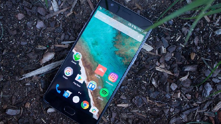 http://www.ragusanews.com//immagini_articoli/25-03-2017/cellulare-migliore-iphone-costa-meno-meta-500.jpg