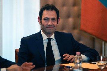 https://www.ragusanews.com//immagini_articoli/25-03-2019/ecco-contratto-dei-manager-sicilia-240.jpg
