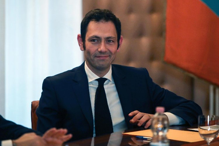 https://www.ragusanews.com//immagini_articoli/25-03-2019/ecco-contratto-dei-manager-sicilia-500.jpg
