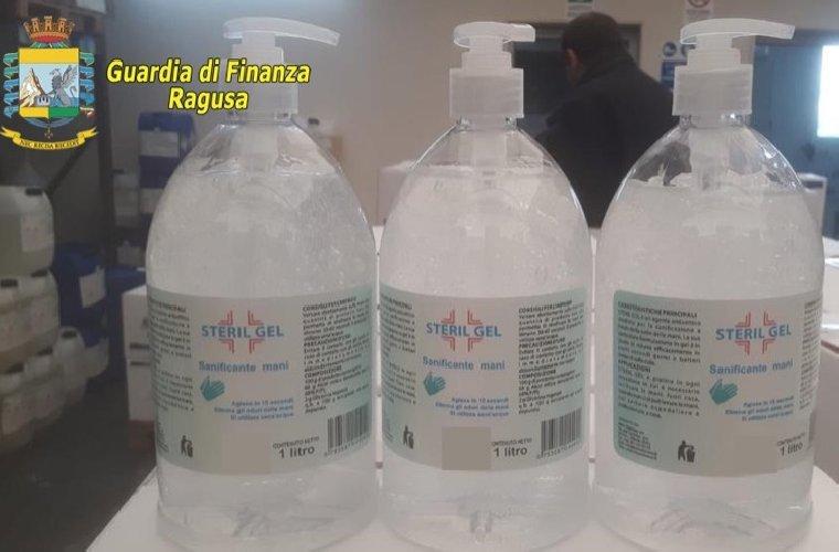 https://www.ragusanews.com//immagini_articoli/25-03-2020/vittoria-sequestrati-4500-litri-di-disinfettante-per-mani-500.jpg