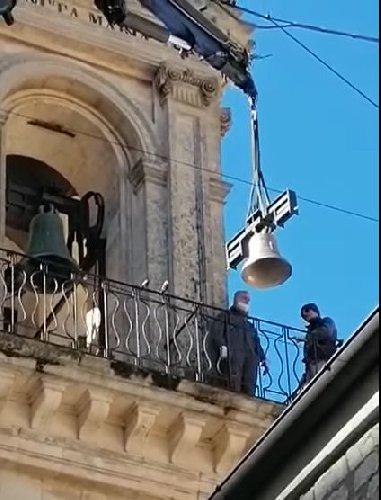 https://www.ragusanews.com//immagini_articoli/25-03-2021/modica-120-anni-di-lavori-per-mettere-una-campana-sulla-chiesa-video-500.jpg