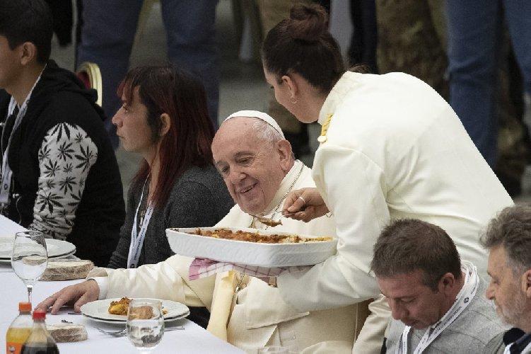 https://www.ragusanews.com//immagini_articoli/25-03-2021/papa-francesco-taglia-gli-stipendi-ai-cardinali-ecco-quanto-guadagna-lui-500.jpg