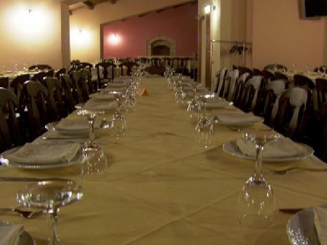 https://www.ragusanews.com//immagini_articoli/25-04-2011/cena-al-buio-con-quattro-camerieri-ciechi-500.jpg