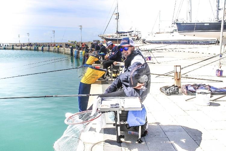 http://www.ragusanews.com//immagini_articoli/25-04-2016/canna-da-riva-al-porto-500.jpg