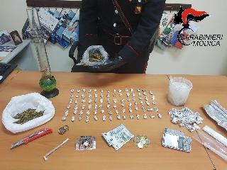 http://www.ragusanews.com//immagini_articoli/25-04-2017/cinque-giovani-arrestati-spaccio-240.jpg
