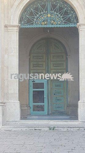 https://www.ragusanews.com//immagini_articoli/25-04-2018/nesco-porta-alluminio-500.jpg