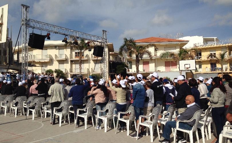 http://www.ragusanews.com//immagini_articoli/25-05-2015/festa-di-pentecoste-a-marina-di-ragusa-500.jpg