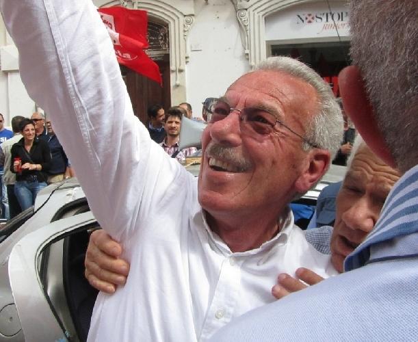 http://www.ragusanews.com//immagini_articoli/25-05-2015/il-sindaco-sciolgo-la-polizia-municipale-di-pozzallo-500.jpg
