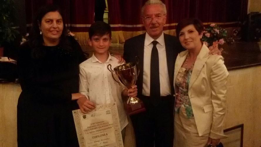 http://www.ragusanews.com//immagini_articoli/25-05-2016/lorenzo-incatasciato-vince-il-premio-quasimodo-500.jpg