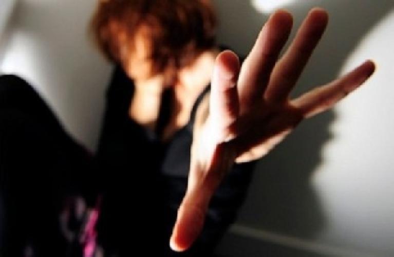 https://www.ragusanews.com//immagini_articoli/25-05-2016/violenza-sessuale-in-concorso-arrestato-500.jpg