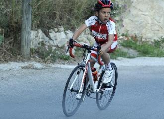 https://www.ragusanews.com//immagini_articoli/25-05-2017/1495718762-note-ciclismo-scicli-matteo-verdirame-3-240.jpg