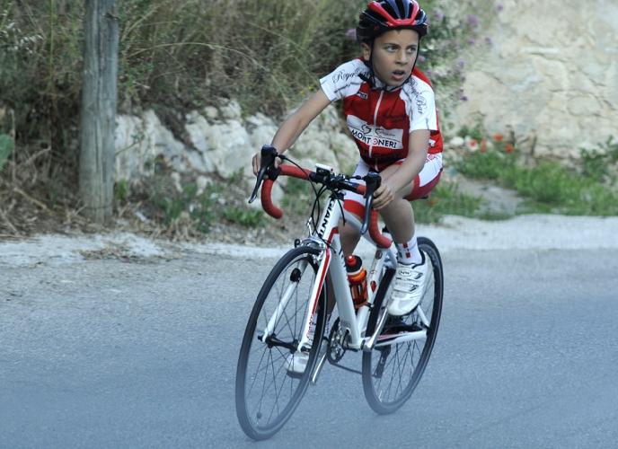 https://www.ragusanews.com//immagini_articoli/25-05-2017/1495718762-note-ciclismo-scicli-matteo-verdirame-3-500.jpg
