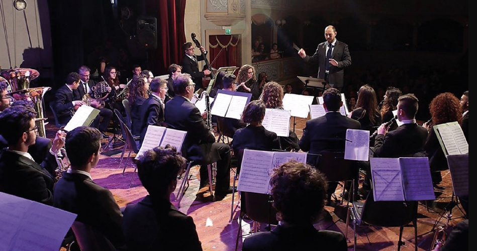 https://www.ragusanews.com//immagini_articoli/25-05-2017/lorchestra-fiati-teatro-garibaldi-500.jpg