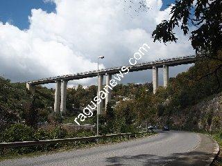 http://www.ragusanews.com//immagini_articoli/25-05-2018/incidente-viadotto-modica-alta-240.jpg