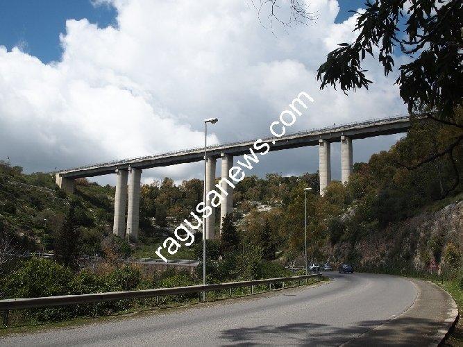 https://www.ragusanews.com//immagini_articoli/25-05-2018/incidente-viadotto-modica-alta-500.jpg