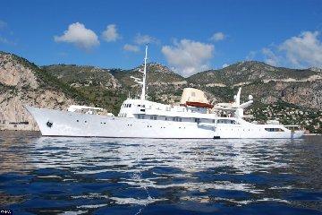 https://www.ragusanews.com//immagini_articoli/25-05-2018/lipari-cristina-mega-yacht-onassis-240.jpg