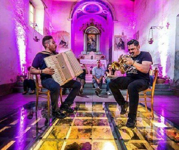 https://www.ragusanews.com//immagini_articoli/25-05-2018/paci-carmine-ioanna-esclusivo-viaggio-musicale-vittoria-500.jpg