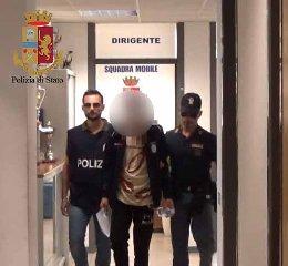 https://www.ragusanews.com//immagini_articoli/25-05-2019/atti-osceni-davanti-vicina-di-casa-arrestato-stalker-240.jpg