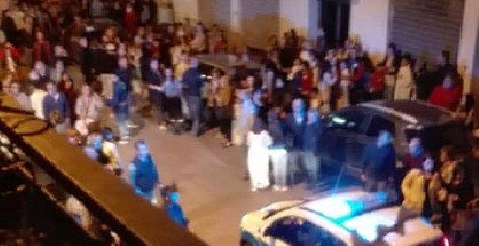 https://www.ragusanews.com//immagini_articoli/25-05-2019/ruba-una-macchina-e-scappa-i-fedeli-in-processione-500.jpg