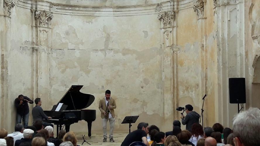 http://www.ragusanews.com//immagini_articoli/25-06-2016/vittoria-jazz-fest-esibizione-di-cafiso-e-pastor-500.jpg