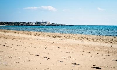http://www.ragusanews.com//immagini_articoli/25-06-2017/guardian-migliori-beach-siciliane-sampieri-montalbano-country-240.jpg
